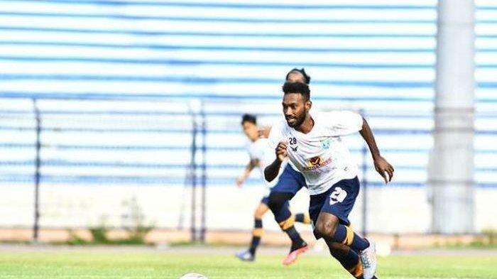 Pemain Muda Papua Ini Tak Menyangka Bisa Tembus Skuad Persela, Bersyukur Main di Liga 1