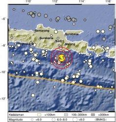 Gempa 6,7 Magnitudo Terasa Hingga Gresik, Warga: Tembok Ruko dan Pagar Bergerak Sendiri