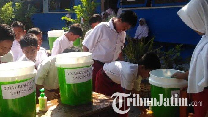 Kumpulkan Ribuan Siswa SD Demi Gerakan Cuci Tangan Pakai Sabun