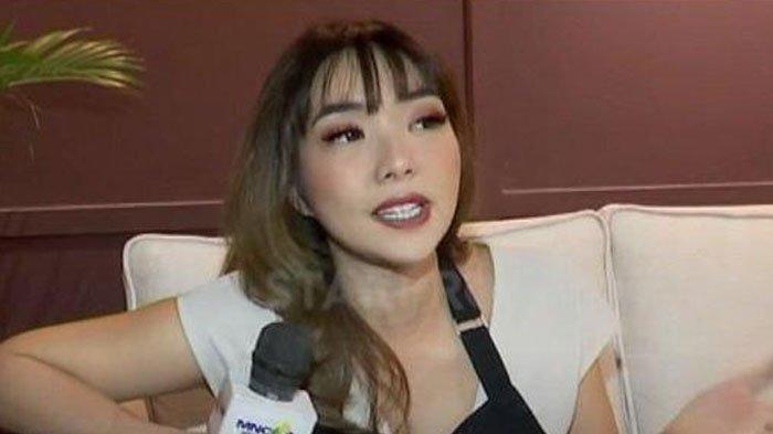 Gisella Anastasia saat menanggapi video syur mirip dirinya (YouTube/STARPRO)