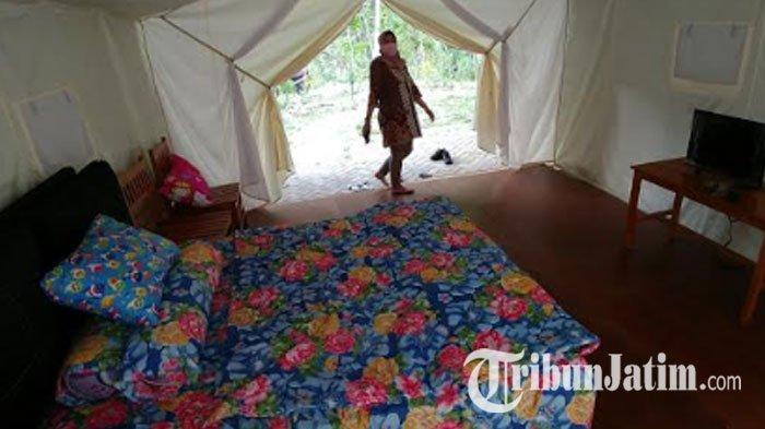 Pengunjung mencoba fasilitas baru glamping di Wisata Tebing Lingga di Desa Nglebo, Kecamatan Suruh, Kabupaten Trenggalek.