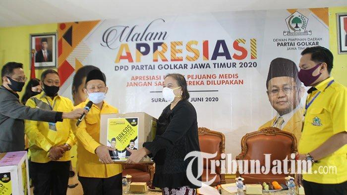 Golkar Jatim Kembali Salurkan Bantuan Dua Ribu APD Untuk Tenaga Medis di Jawa Timur