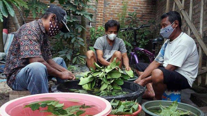 Warga Isoter di Kota Kediri Dapat Kiriman Wedang Nglaban Penambah Imun