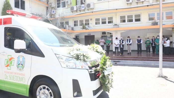 Khofifah Lepas Kepergian Jenazah Wadir RSUD dr Soetomo Surabaya Prof Hendrian Dwikoloso Soebagjo