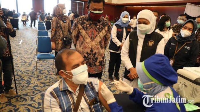 Gubernur Khofifah Target Vaksinasi Warga Jatim 300 Ribu Orang per Hari