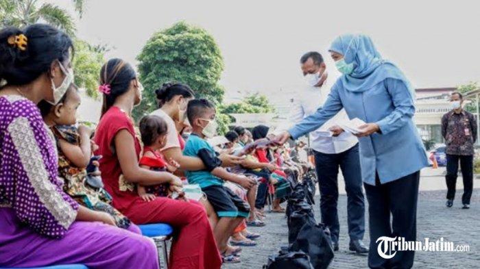 Sambut Idul Fitri 1442 H, Gubernur Khofifah Bagi-bagi THR untuk OB hingga Tukang Tambal Ban