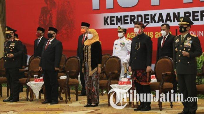 Gubernur Khofifah Kenakan Busana Adat Keraton Sumenep di Upacara Virtual Peringatan HUT RI ke-75