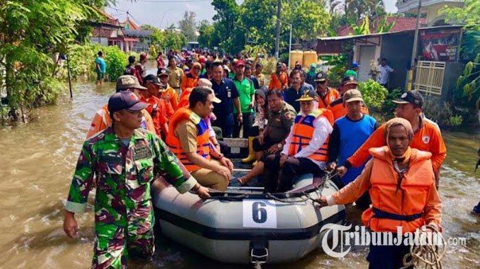 Atasi Banjir 3 Kabupaten, Khofifah Sebut Terkendala Pembebasan Lahan untuk Tanggul Kali Lamong