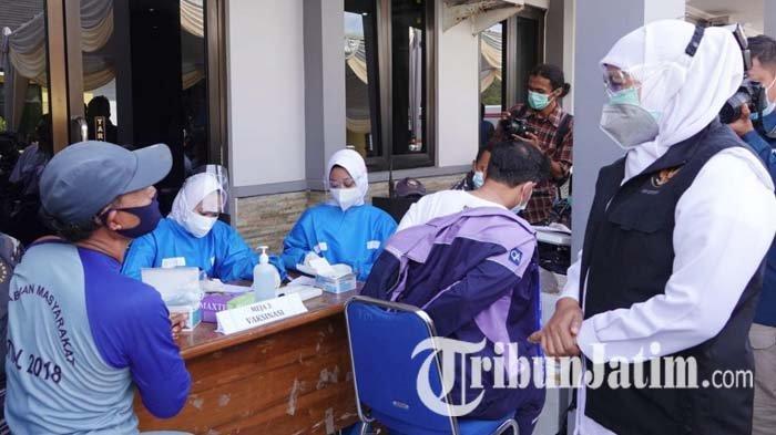 Kejar Herd Immunity Jatim pada HUT RI ke-76, Khofifah Gencarkan Vaksinasi Covid-19 Warga Pesisir