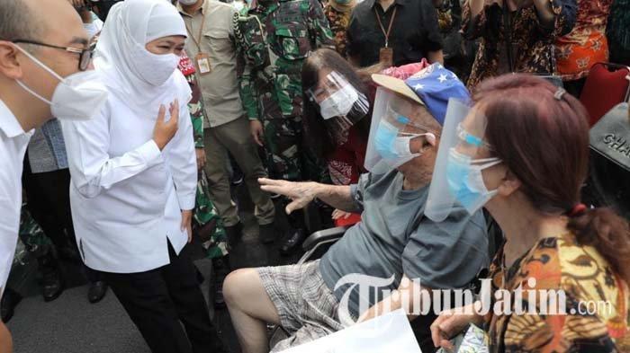 Menkes Budi Gunadi dan Gubernur Jatim Khofifah Tinjau Vaksinasi Covid-19 Lansia di Surabaya