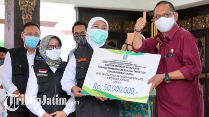 Gubernur Jatim Khofifah Bagikan Stimulus Ekonomi ke Warga Jombang, BLT Dana Desa hingga BKK BUMDes