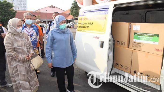 Alumni ITB Beri 10000 Alat Rapid Test Antigen untuk Jatim, Khofifah: Pandemi Covid-19 Belum Berakhir