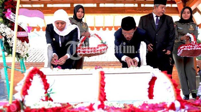 Gubernur Khofifah Pimpin Ziarah ke Makam Gubernur Pertama Jatim, Sebagai Bentuk Revolusi Mental