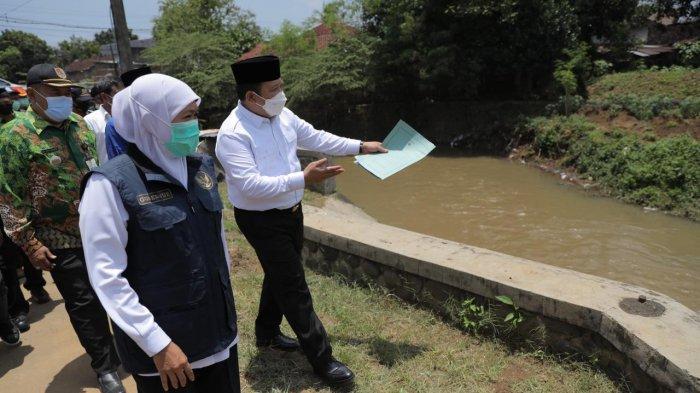 Gubernur Khofifah Akan Bantu Datangkan Eskavator untuk Keruk Sedimentasi Kalijompo Jember