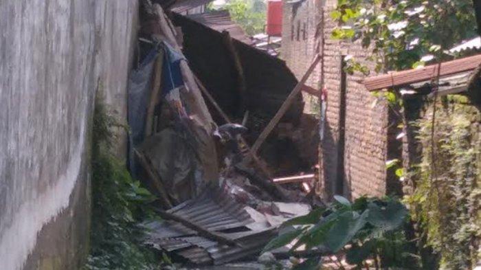 Gedung Beras di Kabupaten Nganjuk Ambruk Timpa 5 Warung dan Kafe, Satu Korban Meninggal Dunia