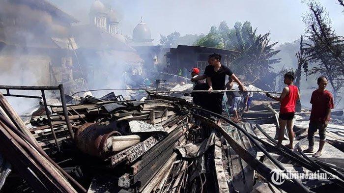 Gudang Tisu di Pasuruan Dilalap Api, Sempat Padam Lalu Nyala Lagi, Kerugian Ditaksir Rp 200 Juta