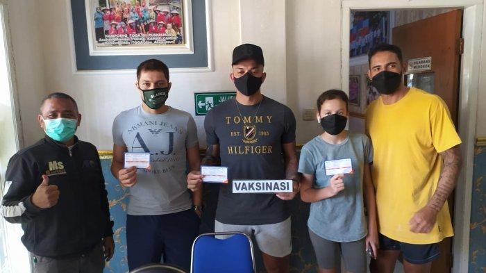 Dua Pemain Asing Persela Jalani Vaksinasi Covid-19 di Indonesia