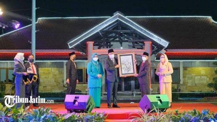 Didahului Tahlil untuk KH A Nawawi Abdul Djalil, Gus Ipul Pimpin Sertijab Sekda Baru Kota Pasuruan