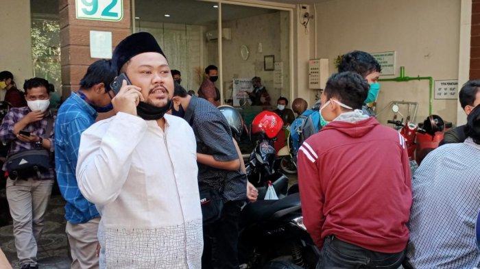 Ketua DPRD Gresik Telfon Kadinkes Saat Sidak di Antrean Rapid Test Calon Mahasiswa