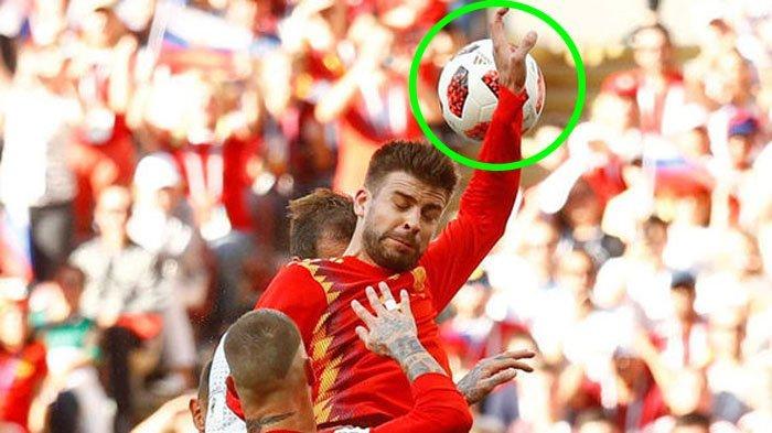 Diganjar Kartu Kuning, Handball Gerard Pique Jadi Sorotan, Tangannya Disebut Mirip Tarian Shakira!