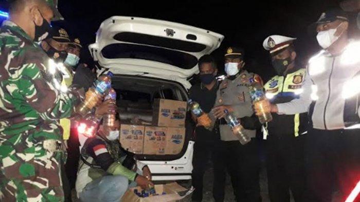 Satu Jam Penyekatan Perbatasan Trenggalek-Ponorogo, Mobil Muat Ratusan Arak Jowo Diamankan Petugas