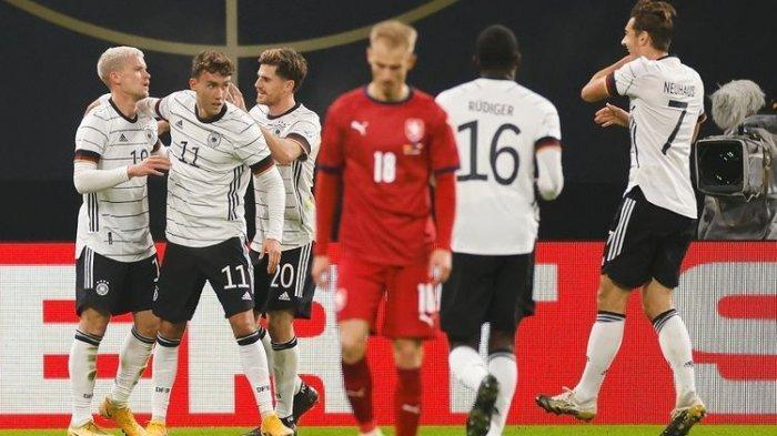 Luca Waldschmidt (dua dari kiri) merayakan gol bersama rekan satu timnya pada laga uji coba internasional yang mempertemukan Jerman vs Ceko di Red Bull Arena, Kamis (12/11/2020) dini hari WIB.