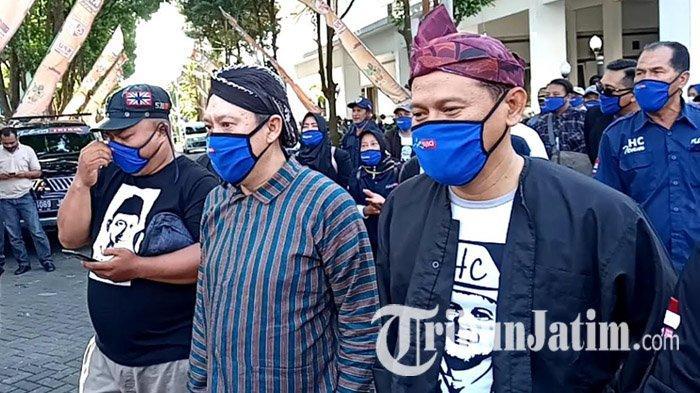 Calon Independen Sam HC-Gunadi Jalani Tes Swab Covid-19 Sebelum Mendaftar ke KPU Kabupaten Malang