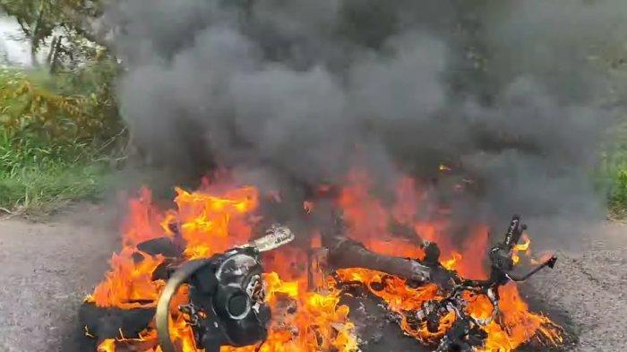 Motor Honda Scoopy Baru Dua Bulan Hangus Terbakar di Gresik