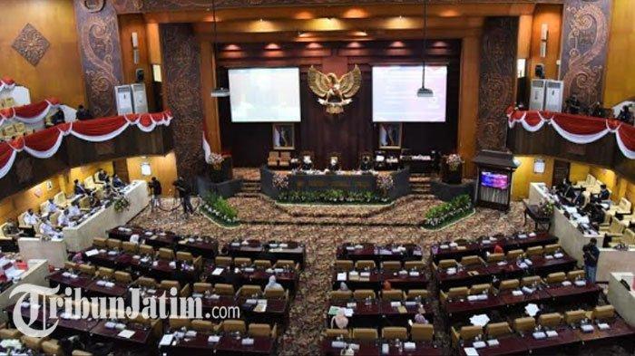 HUT Jatim Ke 75, Gubernur Khofifah Sebut DPRD Berperan Penting Tegakkan Prokes Lewat Operasi Yustisi
