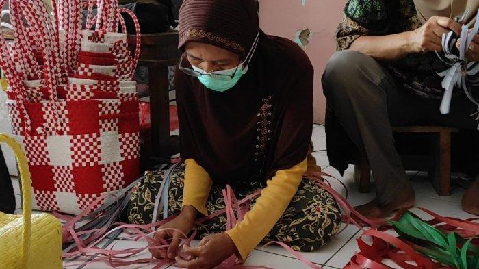 Modal 0 Rupiah, Produk Tas Anyam Plastik Emak-emak Madiun Tembus Mesir