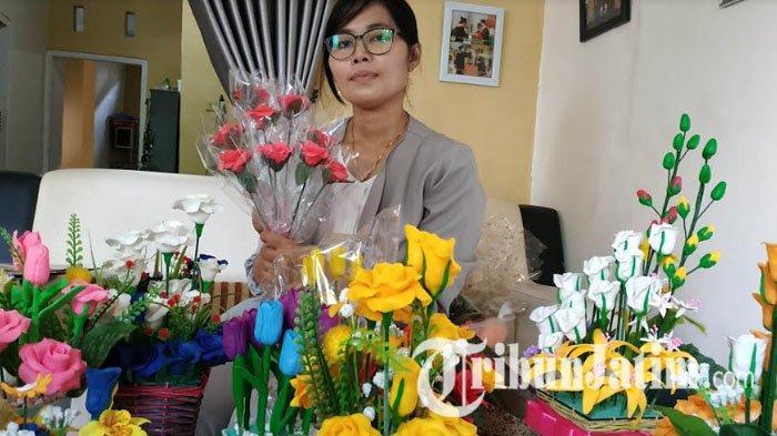 Bermula Dari Iseng Kerajinan Tangan Bunga Sabun Iis Tembus Pasar Jatim Dan Jateng Halaman All Tribun Jatim