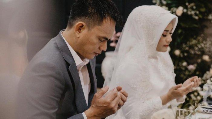 Ikke Nurjanah dan Karlie Fu saat menikah ternyata gaji suami muda Ikke tak main-main