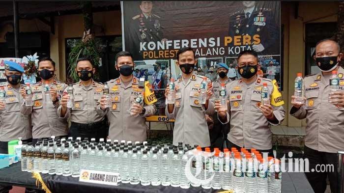 Sat Samapta Polresta Malang Kota Gagalkan Pengiriman Ribuan Botol Minuman Keras Jenis Arak Bali