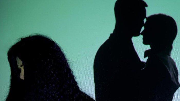 ILUSTRASI Berita perselingkuhan yang terbongkar saat proses belanja online.
