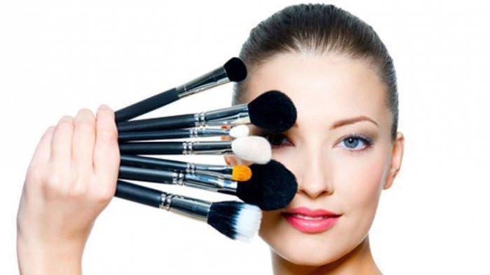 4 Alasan Mengapa Harus Rajin Membersihkan Kuas Makeup, Simak Cara Bersihkan Kuas Rias Berikut Ini