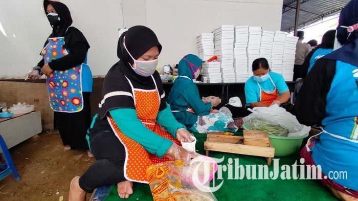Gotong Royong, Masyarakat Gadang Kota Malang Buat Dapur Umum untuk Warga yang Jalani Isoman