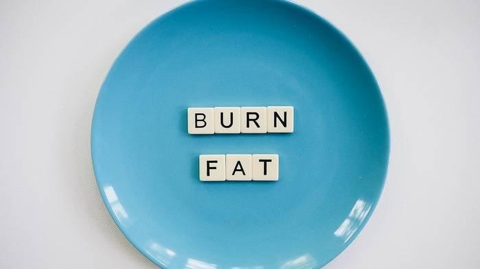 Ilustrasi diet - Penting diketahui, jika makan malam dihilangkan, kemudian menggantinya dengan makanan ringan untuk menahan lapar dan makanan ringan yang disantap mengandung kalori tinggi, maka berat badan tetap tidak akan turun.