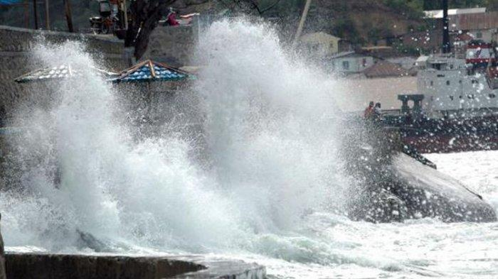 Gelombang Laut di Sumenep Madura Capai 4 meter, BMKG Imbau Masyarakat Waspada