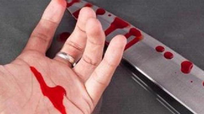 Ilustrasi istri ditikam pakai pisau oleh suami disaksikan anak-anak sendiri
