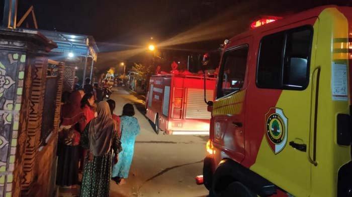 Diduga Akibat Korsleting Listrik, Rumah Semipermanen di Mojokerto Ludes Terbakar