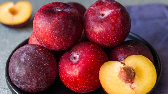 15 Manfaat Buah Plum yang Wajib Kamu Ketahui, Baik untuk Imunitas dan Kulit