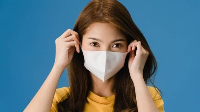 Tren Pemakaian Kalung pada Tali Masker Dinilai Berbahaya, Berikut Panduan Melepas Masker yang Benar