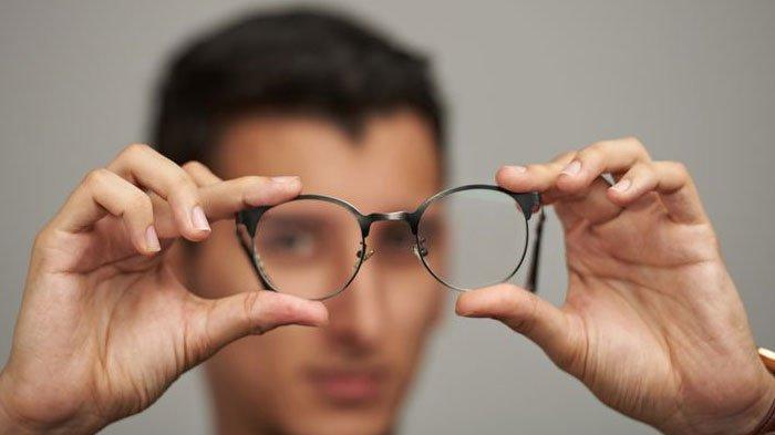 Ilustrasi mata dan kacamata.