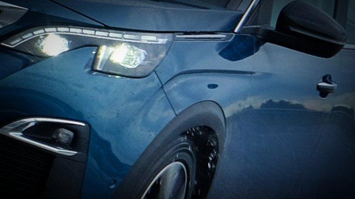 Solusi Atasi Mika Headlamp Mobil Berembun ala Kabeng Peugeot Surabaya: Beri Sealant