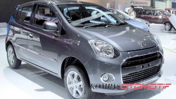 Ilustrasi mobil Daihatsu Ayla.