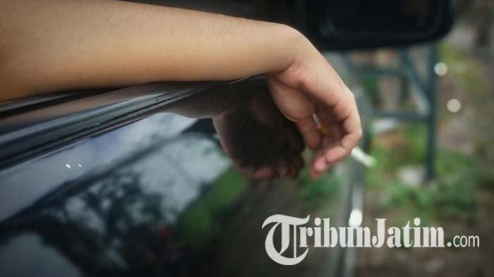 Alasan Dilarang Merokok di Mobil, Sirkulasi AC Jadi Udara Nikotin hingga Atap Kabin Menguning