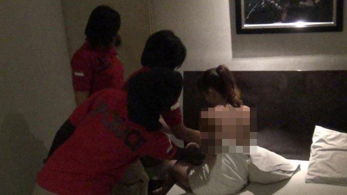 Ilustrasi penggerebekan polisi terkait prostitusi online