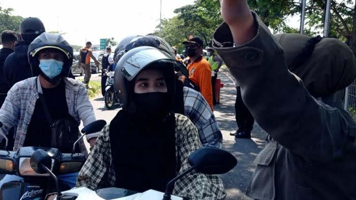 Polisi Lakukan Penyekatan di Jembatan Suramadu, Warga Akan Dites Swab Bila dari Tiga Daerah Ini