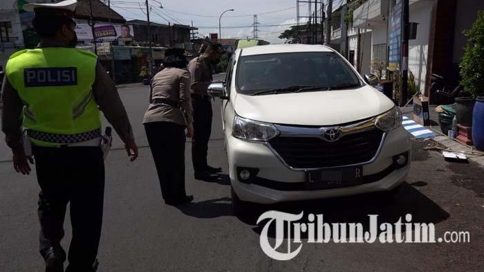Polres Batu Perketat Pemeriksaan Kendaraan Keluar-Masuk Kota Batu, 13 Mobil Diminta Putar Balik