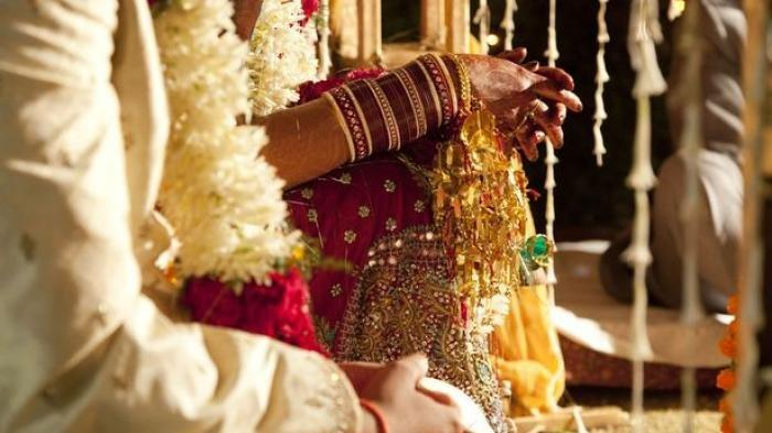NEKAT Pasangan Menikah Meski Positif Corona, Lihat Tempat & Pakaiannya, 1 Anggota Keluarga Juga Kena